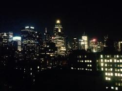 Vista de la habitación de noche