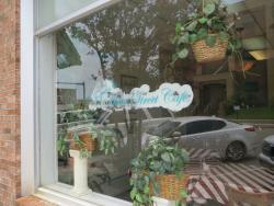 Joyce's Main Street Cafe