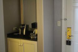 Coffee bar/Refrigerator