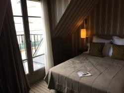 A glimpse onto the petite Juliette Balcony