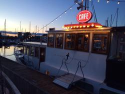 Aftenstemning på bådcafeen.