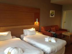 номера свежие, просторные, удобные кровати и приятное постельное белье.