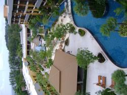 Cascading swimming pool