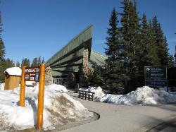 ‪Lake Louise Visitor Information Centre‬