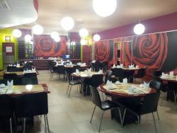 Luxy garden restaurant