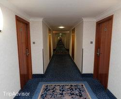 Hallways at the Arora Hotel Gatwick / Crawley