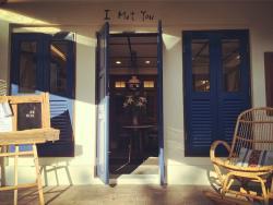 I Met You Cafe