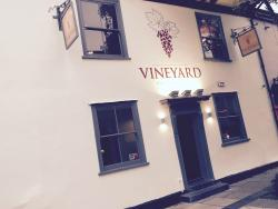 Vineyard Bar, Lounge & Courtyard