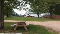 Lakeside Bar, Grill & Lodging