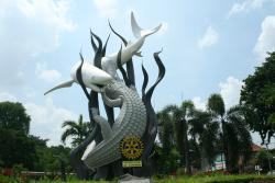 Suroboyo Monument