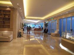 Le hall de réception depuis le coin petit déjeuner.