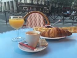 Le Cafe Populaire