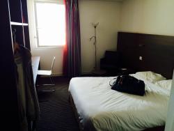 Chambre spacieuse et bien équipée
