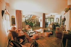 Los Castanos lounge