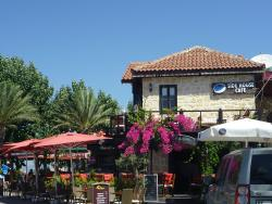Side House Cafe & Bar