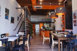 Mel's Café