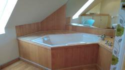 Portsonachan Hotel bathroom in lochside appartments