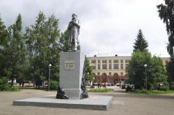 Sculpture to discoverer of Kuznetsk coal Mihailo Volkova
