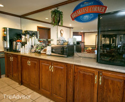 Breakfast Area at the Baymont Inn & Suites Grand Rapids Airport