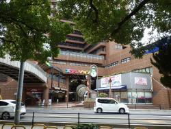 阪急電鉄池田駅のすぐ前です