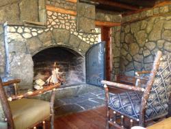 Main room of Mountainside Lodge