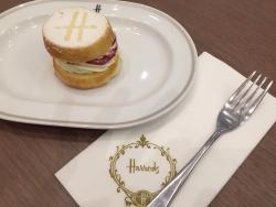 Harrods Cafe and Ice Cream Parlour, Emquartier