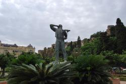 El Cenachero Statue