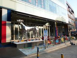 greyhound sculpture on roadside