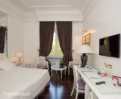 Master Bedroom in the Superior Room with Parquet at the Hotel Majestic Roma