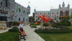 Детская площадка у гл. корпуса