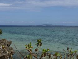 宿前のビーチ、鳩間島