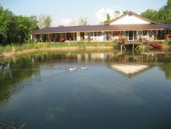 Lakeside Restaurant & Bar