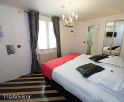 The Twin Room at the Hotel Aida Marais