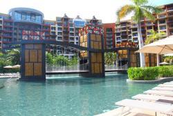 Pool and splash bridge