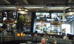 Satu Lagi Bar, Kristal Hotel