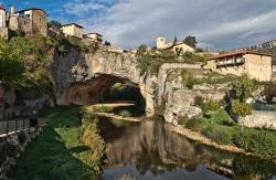Puente Natural Sobre El Río Nela