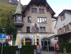 Cafe Central, Walker Ubels