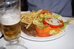 Plato combinado 2, el clásico bistec con patatas y ensalada