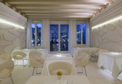 Antinoo's Lounge & Restaurant