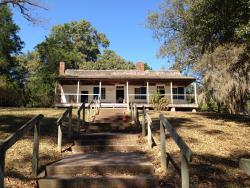 Mount Locust Inn & Plantation