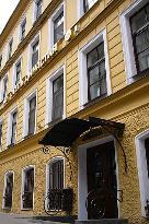 Dinastiya Hotel
