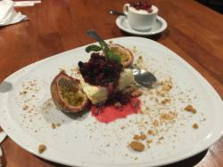 E.A.T.@ Restaurant & Bar