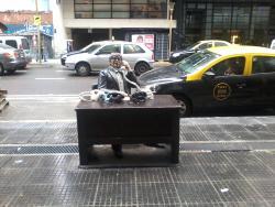Estatua de Tato Bores