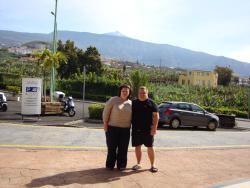 Вид с крыльца отеля на вулкан