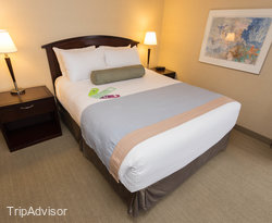 The Superior Queen Bed Room at the Coast Victoria Harbourside Hotel & Marina