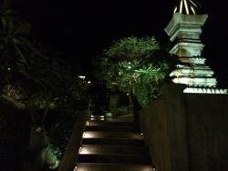 룸으로 올라가는 계단