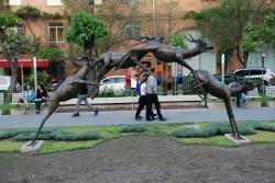 Скульптура Антилопы в прыжке