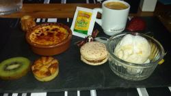 Café gourmand, crème brulée, mini gâteau patate, glace vanille caramel beurre salé,cannelé et fr