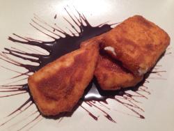 Carne roja de primera al punto y de postre fritos de leche, increible!