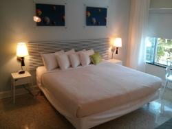 King bed, clean and comfortable room